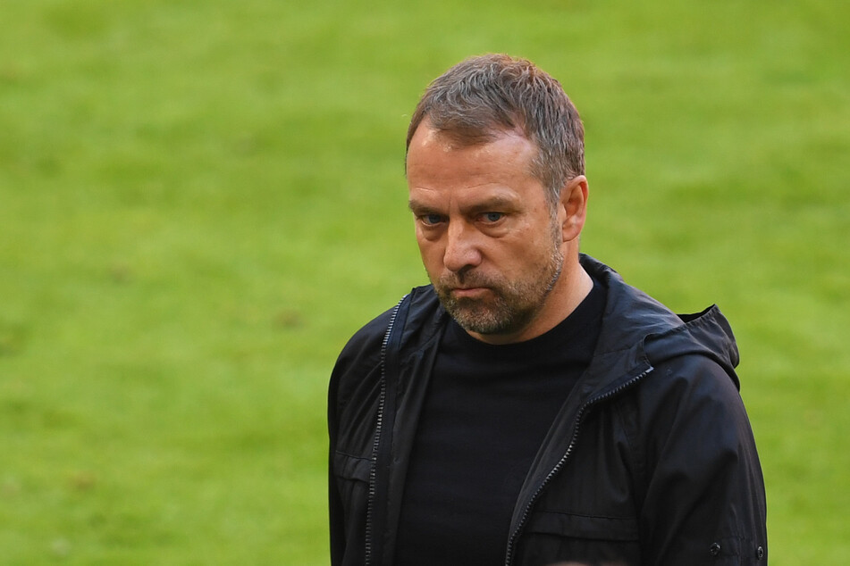 Hansi Flick (56) will mit dem FC Bayern München gegen Paris Saint-Germain am Dienstagabend ein kleines Wunder vollbringen.