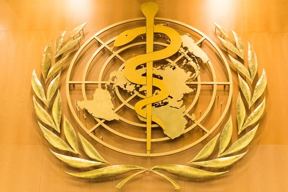 Schweiz, Genf: Das Logo der Weltgesundheitsorganisation WHO im europäischen Hauptquartier der Vereinten Nationen.