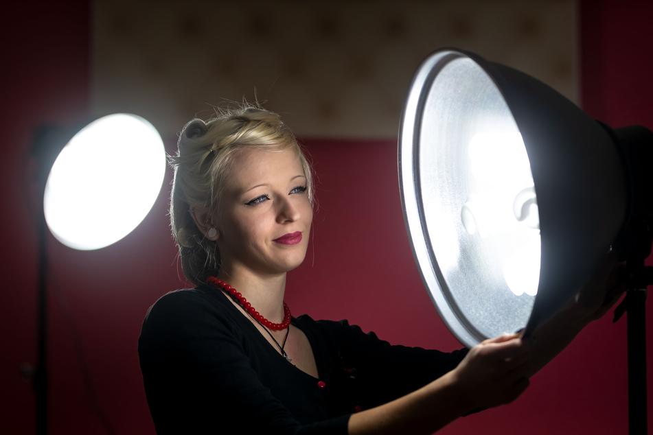 Lisa Teucher wird die Kundinnen für ein Foto im 50er-Jahre-Look ins rechte Licht rücken.