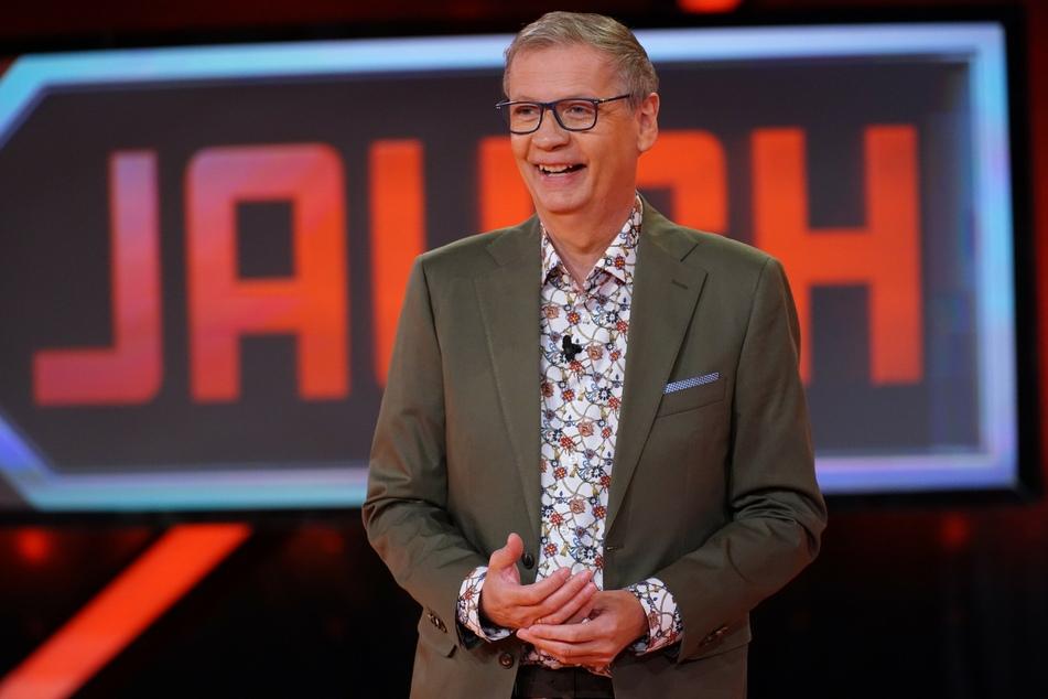 """Moderator Günther Jauch (64) trat am Samstagabend erstmals nach seiner Corona-Erkrankung wieder auf die Bühne. Bei """"5 gegen Jauch"""" erspielte er schließlich 55.600 Euro für den guten Zweck."""