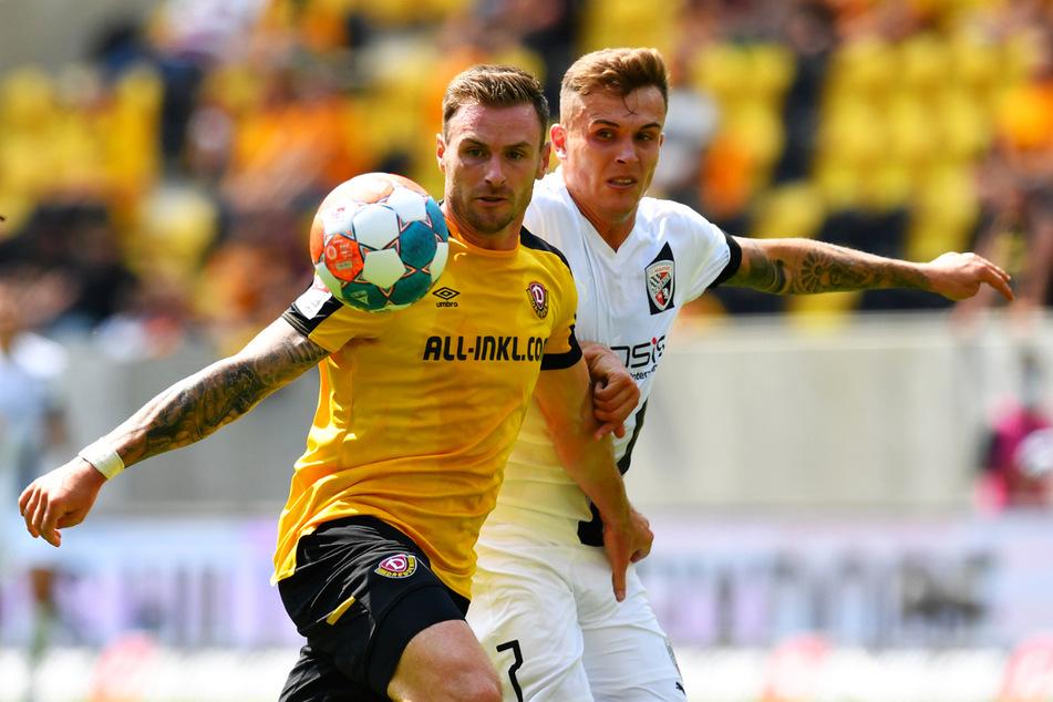 In der Vorwoche beim 3:0 feierte Michael Sollbauer (31, l.) sein Debüt im Dynamo-Trikot - hier gegen Ingolstadts Dennis Eckert Ayensa (24).
