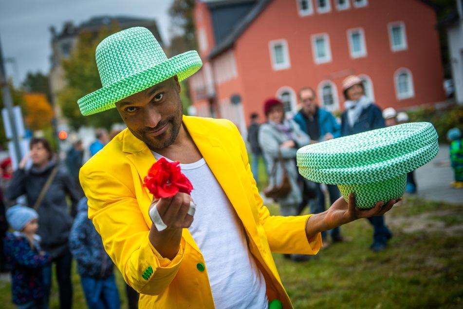 Im vergangenen Jahr trat der brasilianische Straßenkünstler Uili So beim Hutfestival im Chemnitzer Stadtteil Wittgensdorf auf.