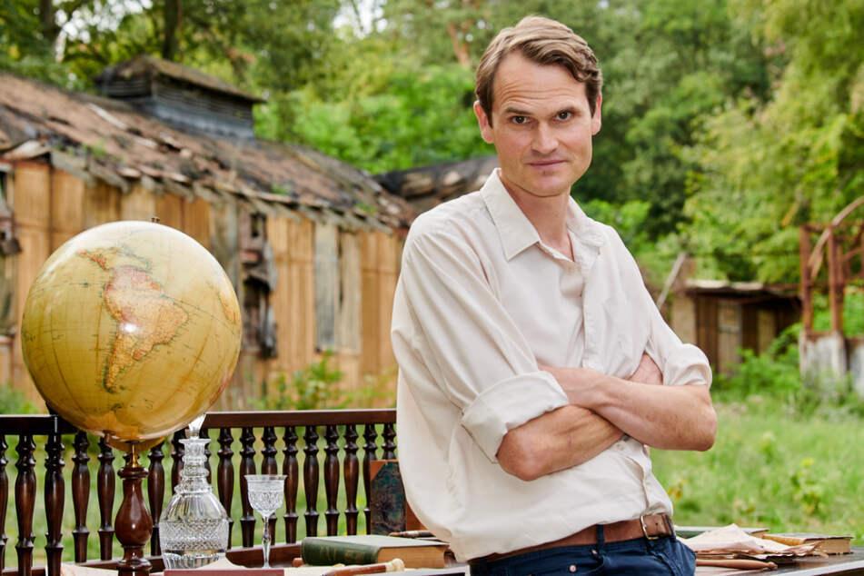 "Tatort-Schauspieler Fabian Hinrichs (47) spielt in ZERV den ""West""-Kommissar Peter Simon."