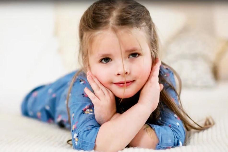 Die kleine Emilia aus Chemnitz leidet an einem Gehirntumor. Eine zweijährige Therapie könnte ihr helfen.