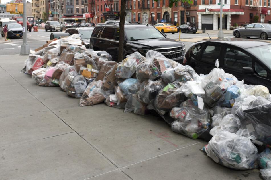 Abfall-Albtraum: In dieser Stadt stapeln sich Berge voller Müll