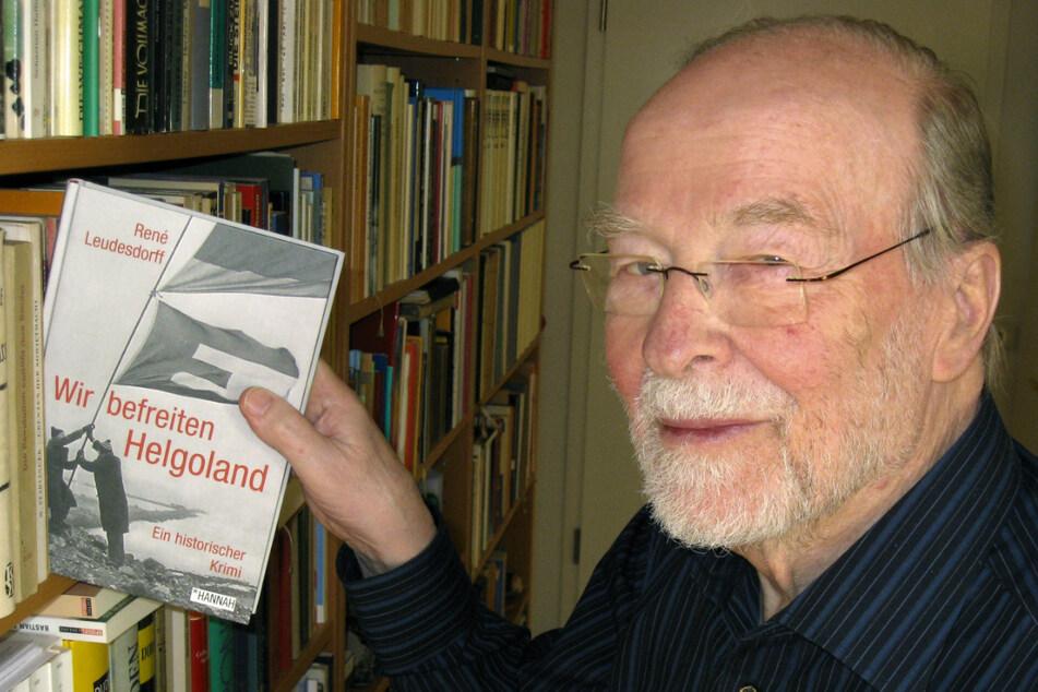 """René Leudesdorff schrieb über die Ereignisse das Buch """"Wir befreiten Helgoland"""". (Archivbild)"""