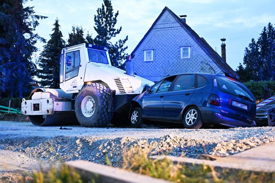 Der Renault dürfte Totalschaden erlitten haben.