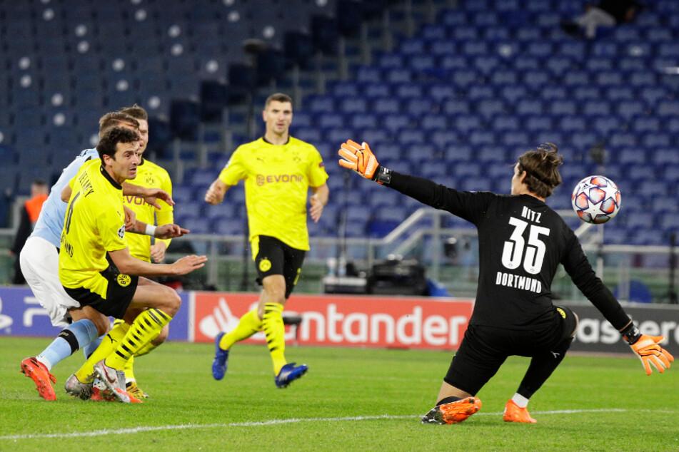 Ex-BVB-Stürmer Ciro Immobile (l., verdeckt) lupfte Lazio Rom mit 1:0 in Führung.
