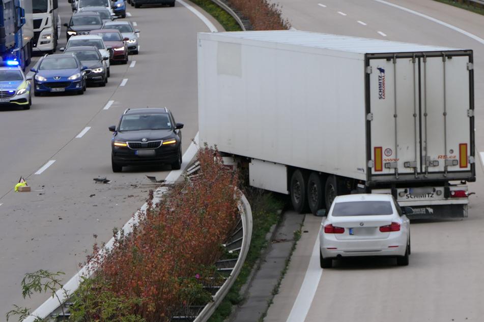 Leipzig: Lastwagen-Unfall bei Leipzig: Stau auf der A14