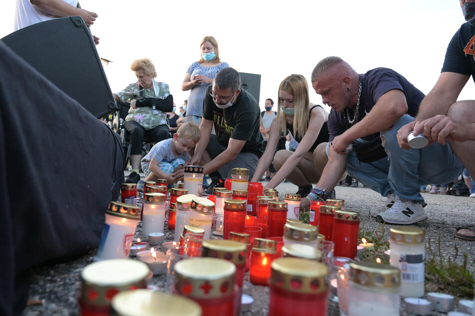 An einer Mahnwache für den getöteten Jungen nahmen Ende Juli Hunderte Menschen teil. (Archivbild)