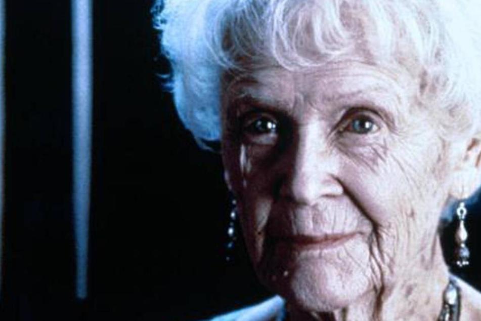 In der Originalversion des Films ist Rose am Ende allein an Deck der Keldysh.