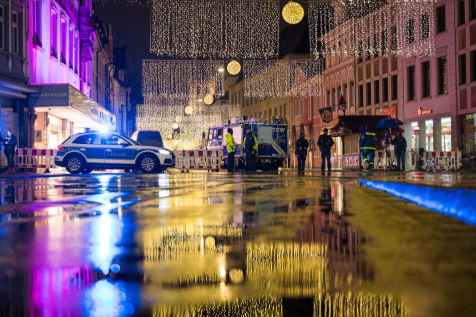 Kräfte der Polizei und des THW sperrten den Zugang zur Fußgängerzone.