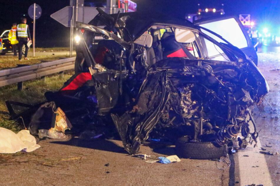 Geisterfahrer rast auf A99 frontal in Auto: Vier Menschen sterben bei Horror-Unfall