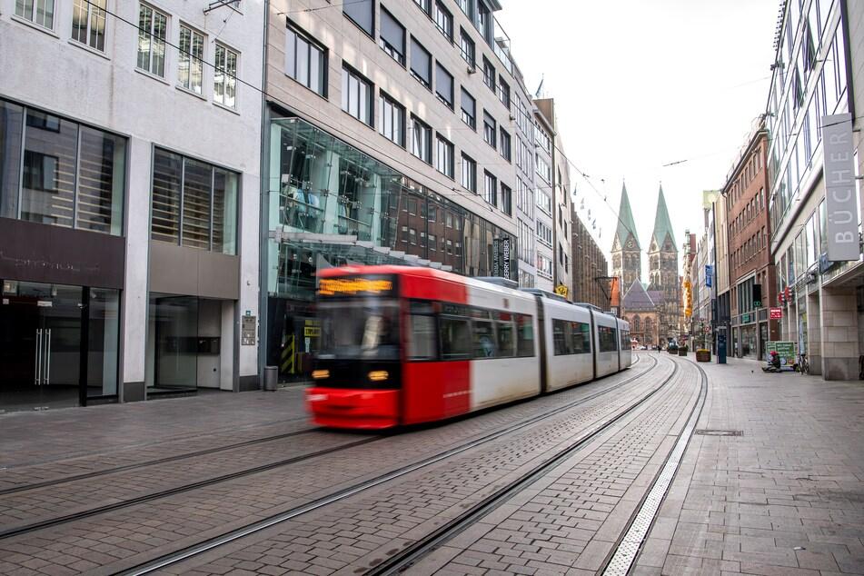 Im öffentlichen Personenverkehr soll die Maskenpflicht noch weiter gelten.