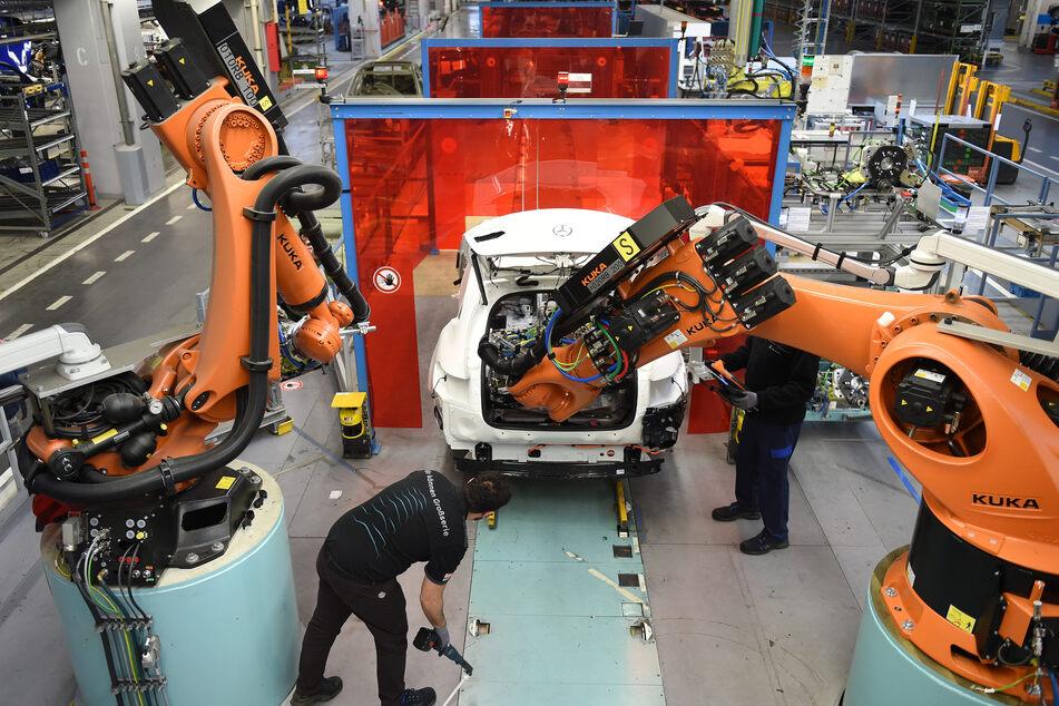 Der Wirtschaftsexperte Frank Riemensperger hat vor milliardenschweren Hilfen für die Autoindustrie zulasten der Digitalisierung gewarnt.