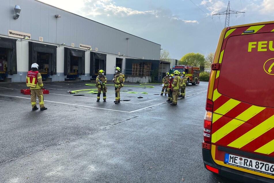 Die Feuerwehr war mit 59 Einsatzkräften und 19 Fahrzeugen vor Ort.
