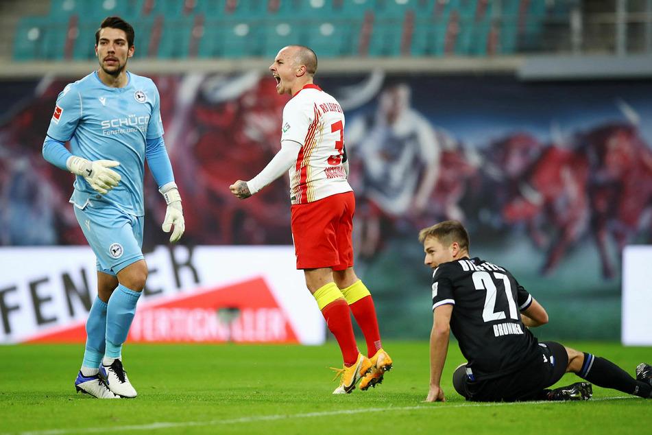 Machte sich auch gegen Arminia wieder bezahlt: RB Leipzigs Angelino (M.) nach seinem 1:0-Treffer.