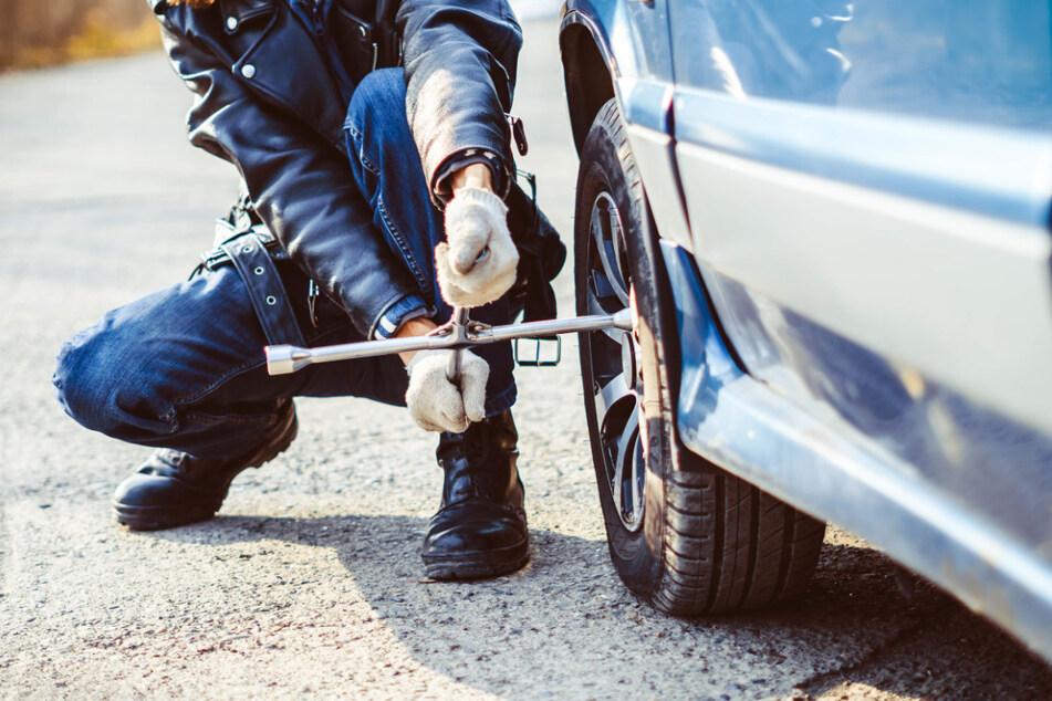 Schon mehr als hundert Fälle! Autofahrer zittern vor Radmutter-Attentäter