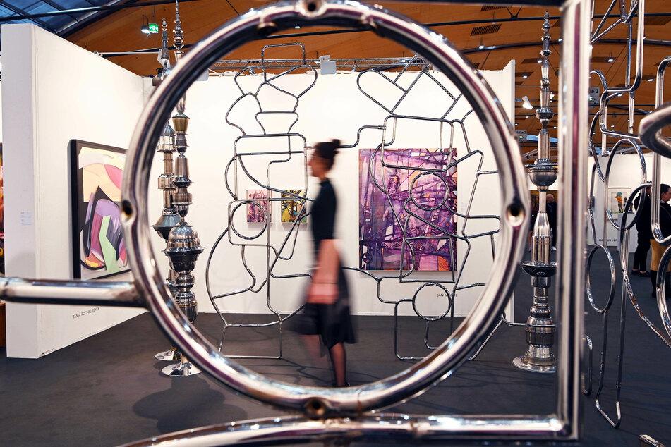 """Bei der Preview zu der Kunstmesse art Karlsruhe wird das Werk """"The Cage"""" von Karsten Konrad aus dem Jahr 2019 gezeigt. Aufgrund der Corona-Pandemie muss die Messe in diesem Jahr ausfallen."""