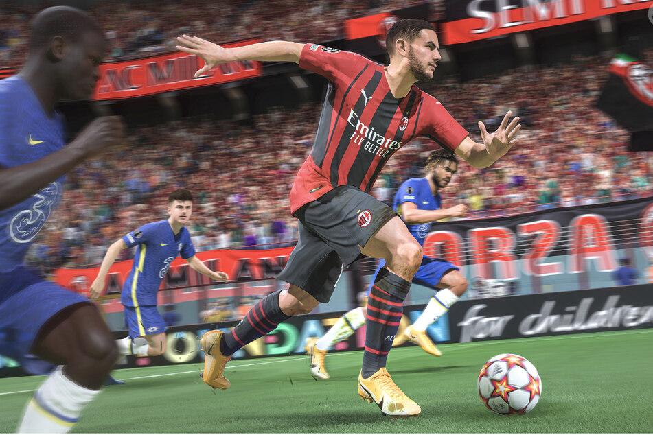 Top-Verteidiger Theo Hernández vom AC Mailand läuft allen auf und davon. FIFA 22 erscheint weltweit am 1. Oktober.