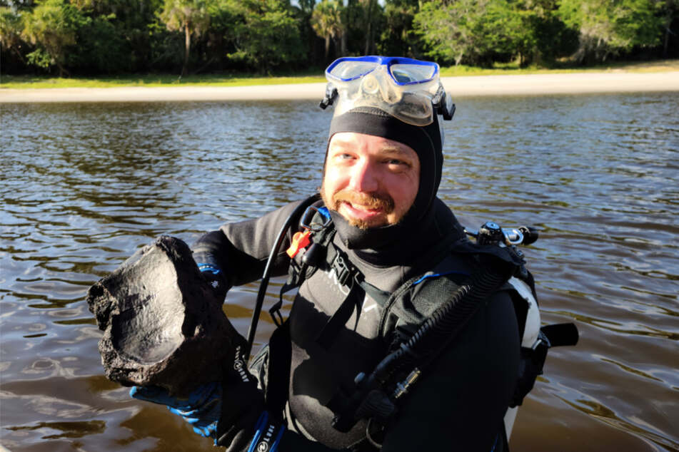 Hitting the Holy Grail: Florida divers risk their lives to discover a once-in-a-lifetime find