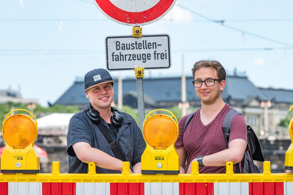 Die beiden Dresdner Patrick Ruhland (31, l.) und Sebastian Illing (23) stören die vielen Baustellen in der Altstadt.