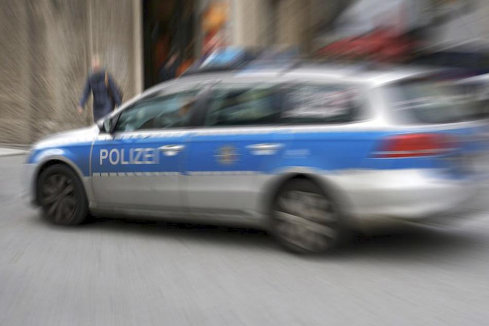 Der Opel lieferte sich eine Verfolgungsjagd mit der Polizei in Ostsachsen- (Symbolbild)