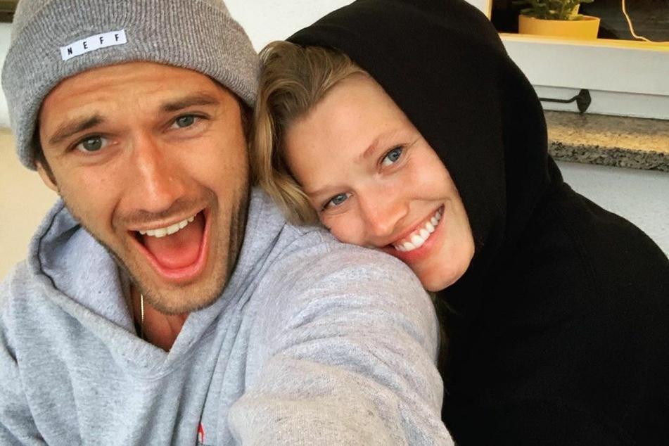 Alex Pettyfer (30) und Toni Garrn (28) sind sehr offenherzig, was ihr Privatleben angeht.