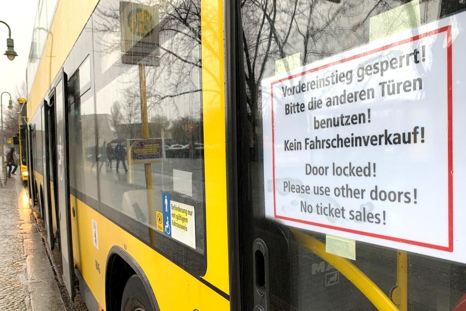 Ab dem 3. Mai sollen BVG-Fahrgäste wieder den Vordereinstieg der Busse nutzen können.