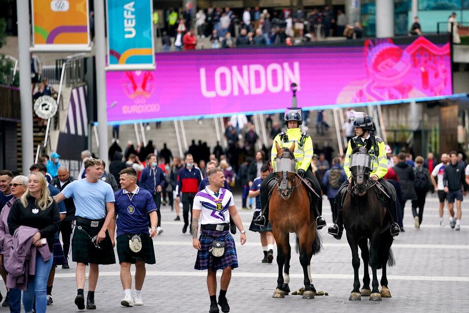 Fußball-Fans vor dem Spiel England-Schottland in London am 18. Juni.