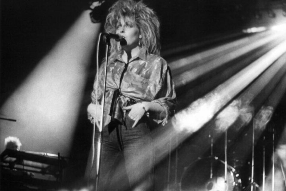 """Die """"DDR-Sängerin"""" Tamara Danz (†43 am 22. Juli 1996) sang beim Konzert der Gruppe """"Silly"""" am 11. Januar 1986 im Ost-Berliner Palast der Republik anlässlich der Veranstaltung """"Rock für den Frieden""""."""