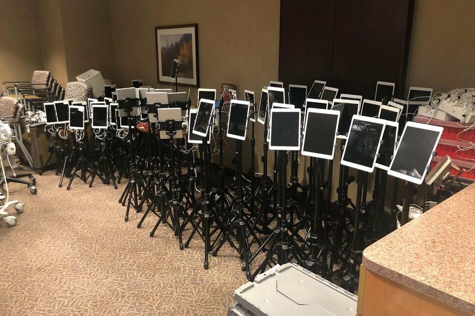 Trauriges Foto: Mit diesen iPads müssen Angehörige Abschied von Corona-Patienten nehmen