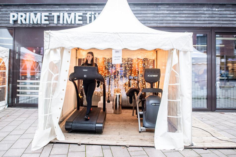"""""""Ein Haushalt pro Zelt"""": Hamburger Fitnessstudio bietet wieder Training an"""