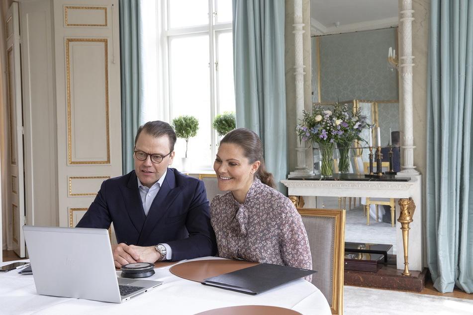 Schwedens Prinzessin Victoria (43) und ihr Mann Daniel (47) folgten auch dem Trend der Videochats.
