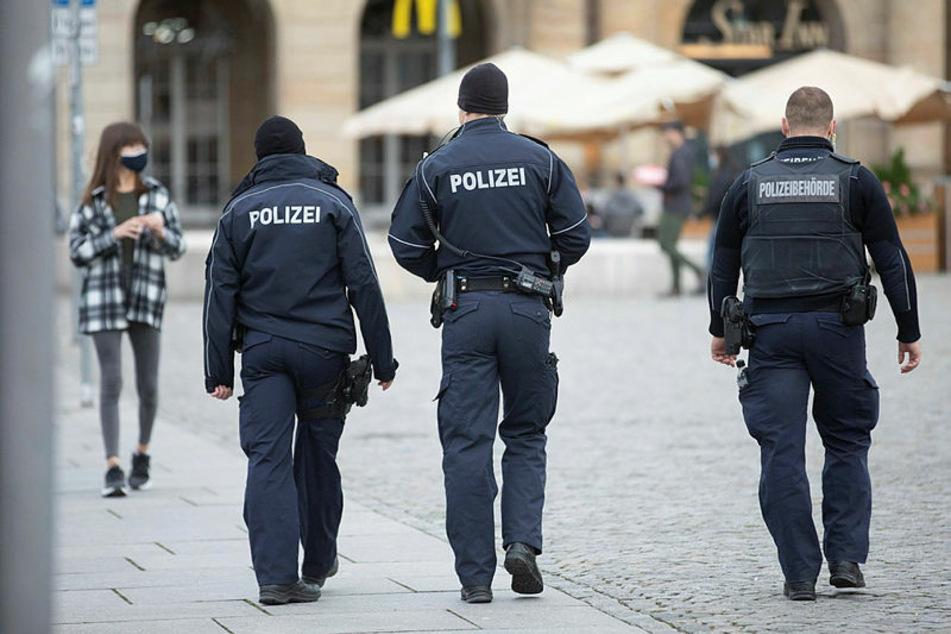 Weil Impfdosen übrig waren, durften sich einige Beamte der Polizeidirektion Dresden schon impfen lassen. Hier ein Symbolbild einer Dresdner Streife.