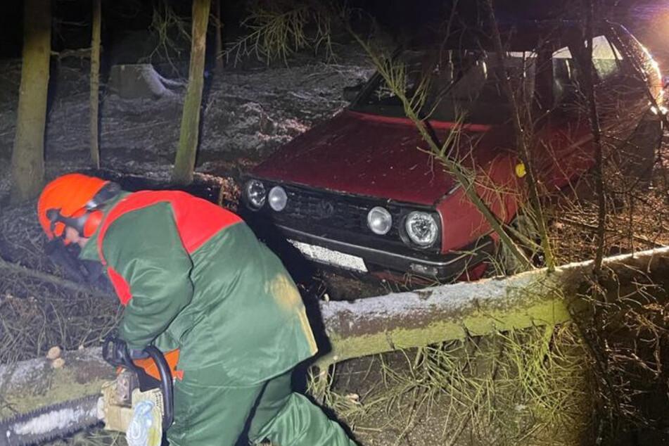 Polizei liefert sich rasante Verfolgungsjagd mit zwei VW Golf und verhindert nur knapp einen Unfall!