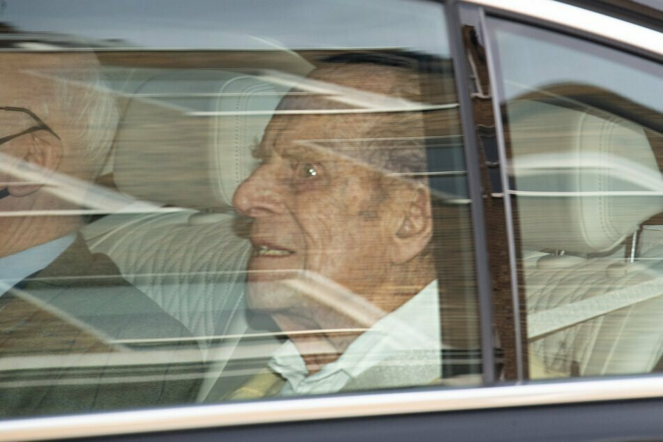 Der britische Prinz Philip (99), wie er am 16. März die Privat-Klinik in London verließ. Zuletzt musste der Prinzgemahl wegen einer Herz-Operation ins Krankenhaus.