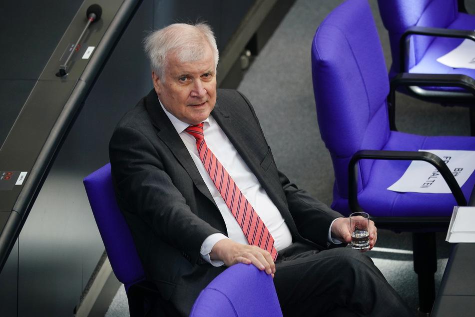 Horst Seehofer (CSU), Bundesminister des Innern, für Bau und Heimat, nimmt an der Befragung der Bundesregierung im Bundestag teil.