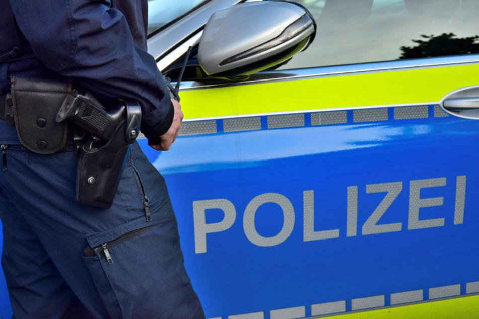 Täter hatten es auf ihr Geld abgesehen: 58-Jährige in eigener Wohnung überfallen!