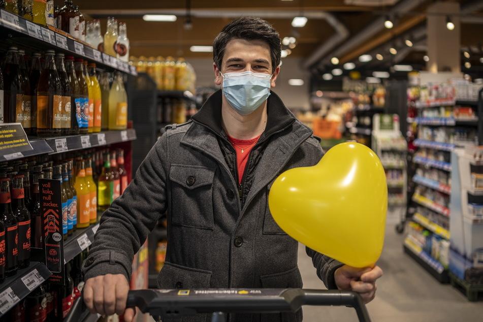 """David Mavius (32) sucht das Liebesglück bei der """"Shop a Single""""-Aktion im Edeka-Markt."""