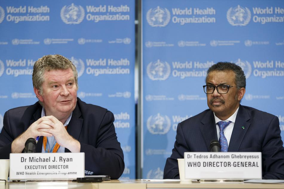 Michael J. Ryan (links), Exekutivdirektor der Weltgesundheitsorganisation WHO für Gesundheitsnotfälle und Tedros Adhanom Ghebreyesus, Generaldirektor der Weltgesundheitsorganisation (WHO), informieren bei einer Pressekonferenz über den aktuellen Stand der Situation bezüglich des neuartigen Coronavirus.
