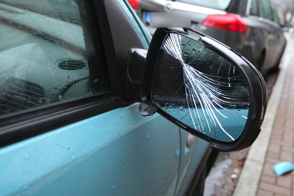Im Suff beschädigte eine Mann (38) am Samstagabend in Werdau die Außenspiegel mehrerer Autos (Symbolbild).