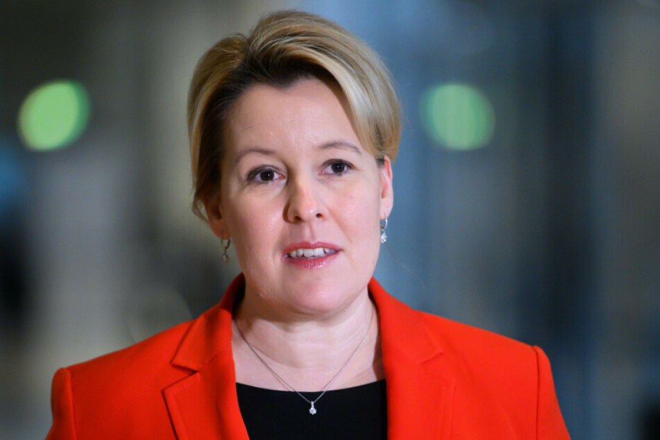 Familienministerin Franziska Giffey (42, SPD) unterstützt die neuen Corona-Beschlüsse zu Schul- und Kitaschließungen, fordert jedoch gleichzeitig eine schrittweise Öffnung, sobald das Infektionsgeschehen dies zulässt.
