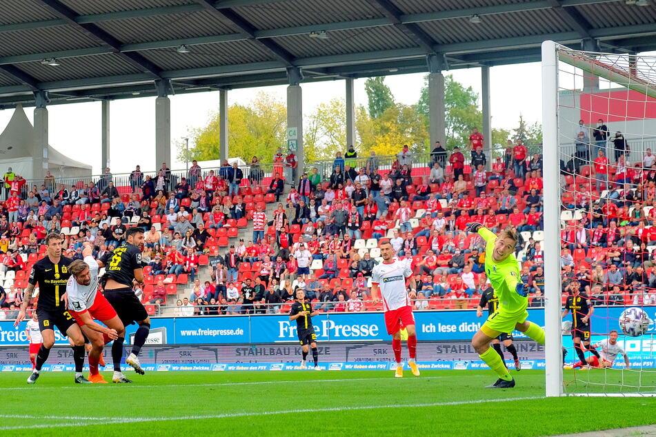Er trifft und trifft und trifft! Hier erzielt Ronny König (2.v.l.) bei der 1:2-Niederlage des FSV Zwickau gegen den TSV 1860 München im vergangenen Oktober den zwischenzeitlichen Ausgleich zum 1:1.