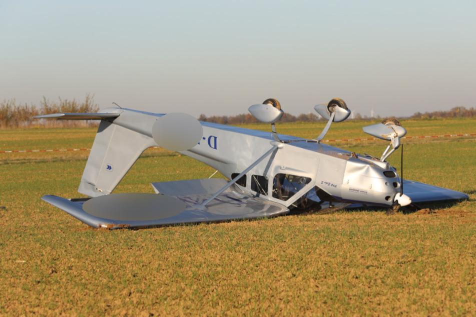 Leichtflugzeug muss spektakuläre Notlandung einlegen