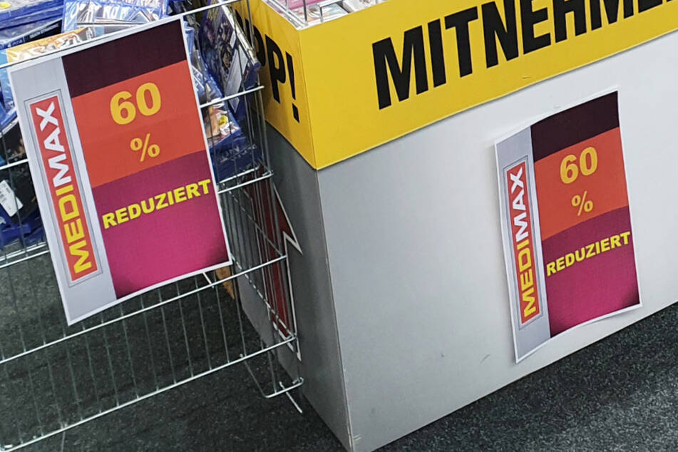 Darum hängen bei MEDIMAX jetzt überall diese Schilder