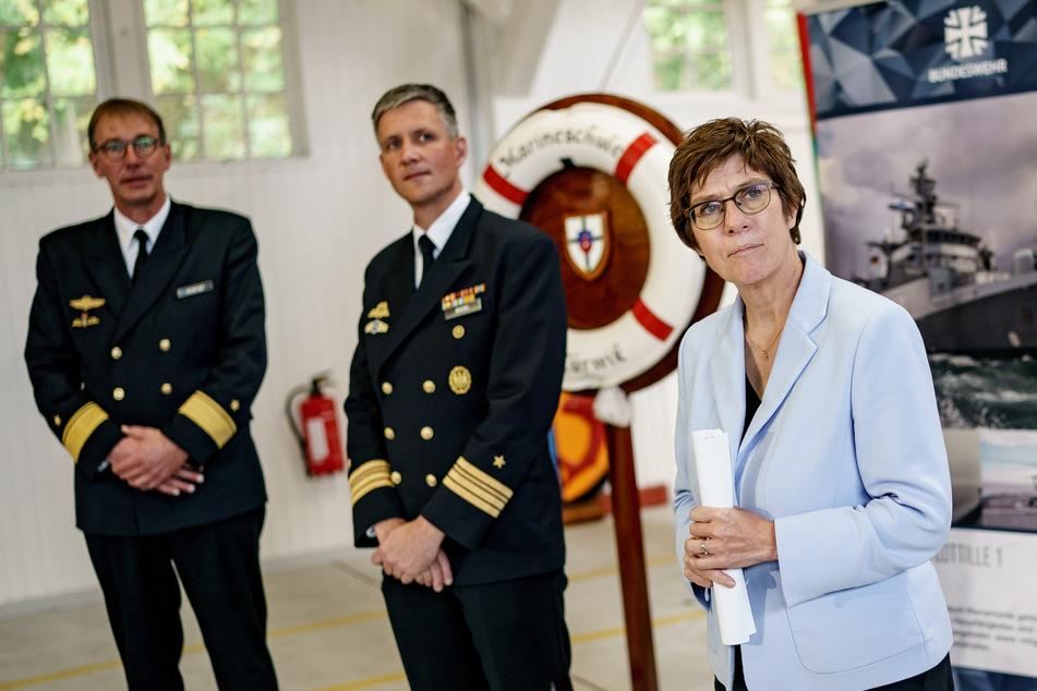 """Annegret Kramp-Karrenbauer (59, CDU), Verteidigungsministerin, zu Besuch Im """"Roten Schloss am Meer""""."""