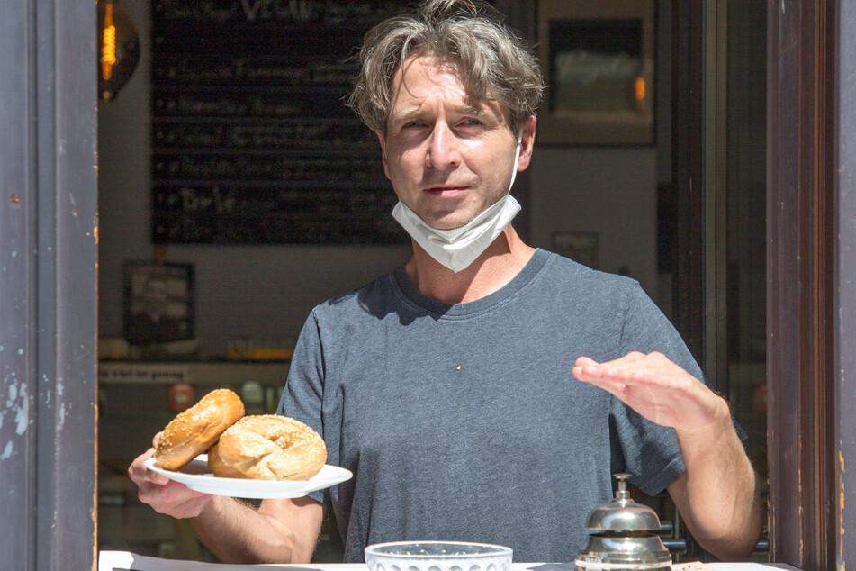 Thomas Böhme (44) verkauft nur noch allein und mit verkürzten Öffnungszeiten Bagels.