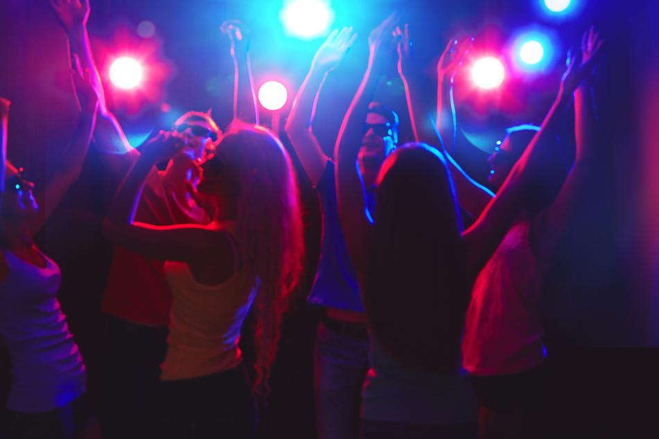 Dass es unter den aktuellen Umsänden nicht ganz so klug ist, Partys zu feiern, wollten die Jugendlichen erstmal nicht verstehen.