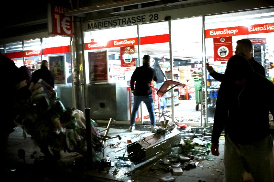 Krawallnacht in Stuttgart: Junge Männer wegen versuchten Totschlags vor Gericht